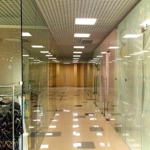 Достоинства стеклянных перегородок для ТЦ