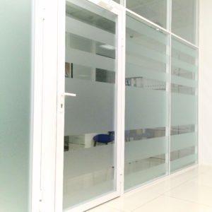 Перегородки для аптек из стекла