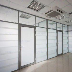 дверь в алюминиевой обвязке
