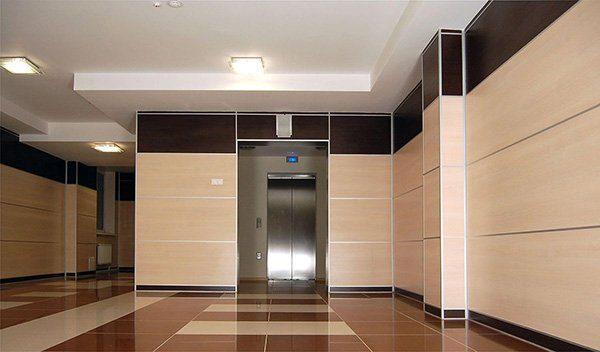 облицовка стен коридора панелями из ЛДСП